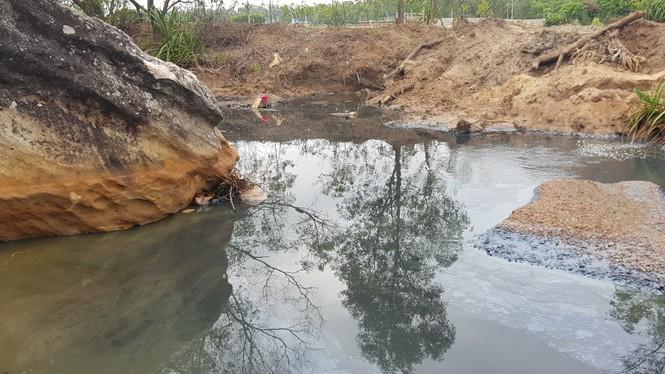 Hồ tôm xả thải gây ô nhiễm nghiêm trọng, người dân trình đơn kêu cứu - ảnh 6