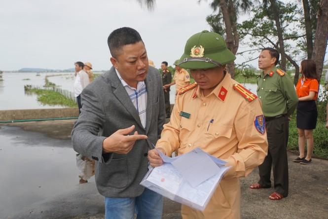 Bí thư Hà Tĩnh nhận bàn giao Cano cứu trợ dân vùng lũ - ảnh 4