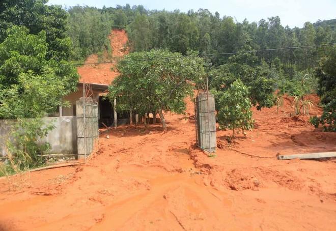 Mưa lớn, Hà Tĩnh sơ tán khẩn hàng nghìn người dân nguy cơ sạt lở, ngập lụt - ảnh 1