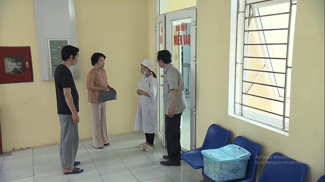 Về nhà đi con tập 62: Thư nhập viện sinh non, Vũ vẫn nhởn nhơ đi với gái - ảnh 2