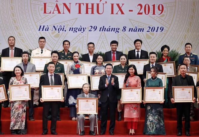 Đặng Châu Anh - bà xã đạo diễn Đỗ Thanh Hải nhận danh hiệu NSƯT - ảnh 1