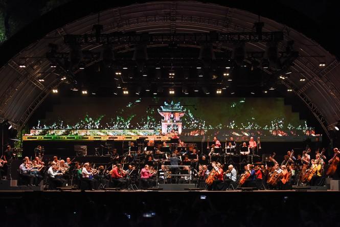 Nhạc trưởng lừng danh Sir Simon Rattle và nhạc cụ 200 tuổi từ Anh tới Bờ Hồ  - ảnh 1