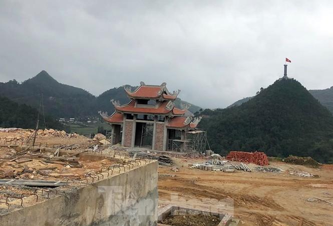 Siêu dự án 'bạt núi' làm du lịch ở Lũng Cú: Hà Giang khẳng định 'đúng quy hoạch' - ảnh 1