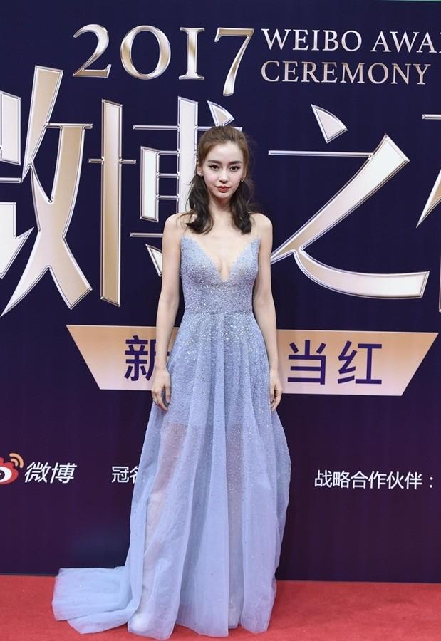 'Nữ hoàng Weibo' Dương Mịch mặc gợi cảm, đọ sắc Angelababy - ảnh 9