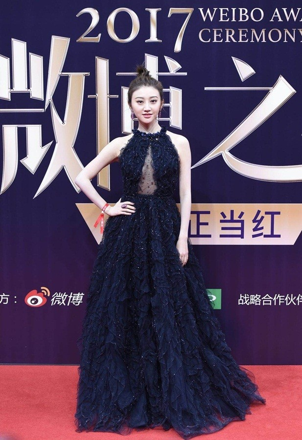 'Nữ hoàng Weibo' Dương Mịch mặc gợi cảm, đọ sắc Angelababy - ảnh 13