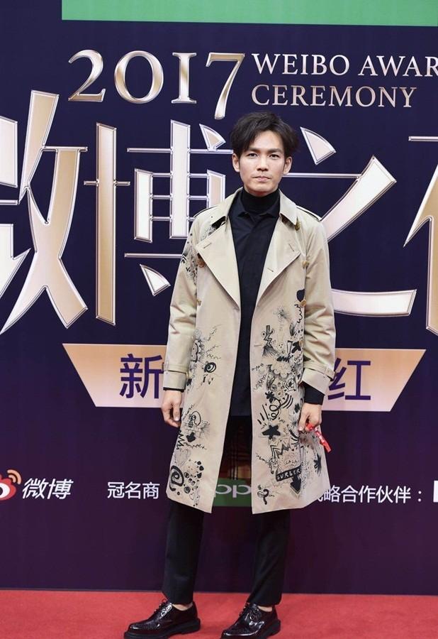 'Nữ hoàng Weibo' Dương Mịch mặc gợi cảm, đọ sắc Angelababy - ảnh 14