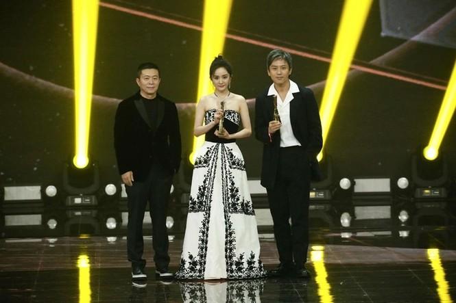 'Nữ hoàng Weibo' Dương Mịch mặc gợi cảm, đọ sắc Angelababy - ảnh 6