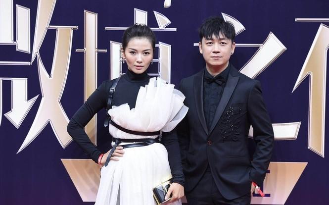 'Nữ hoàng Weibo' Dương Mịch mặc gợi cảm, đọ sắc Angelababy - ảnh 10