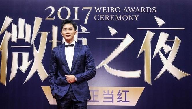 'Nữ hoàng Weibo' Dương Mịch mặc gợi cảm, đọ sắc Angelababy - ảnh 12