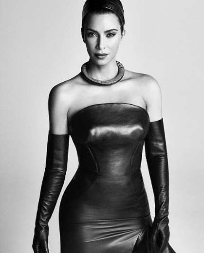 Kim Kardashian 'o ép vòng một', quyến rũ với đường cong tròn đầy - ảnh 4