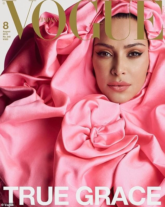 Kim Kardashian 'o ép vòng một', quyến rũ với đường cong tròn đầy - ảnh 3