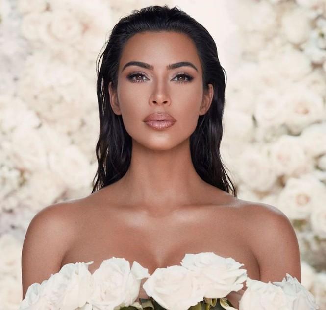 Kim Kardashian 'o ép vòng một', quyến rũ với đường cong tròn đầy - ảnh 14