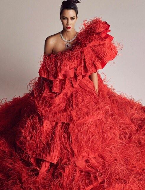 Kim Kardashian 'o ép vòng một', quyến rũ với đường cong tròn đầy - ảnh 6