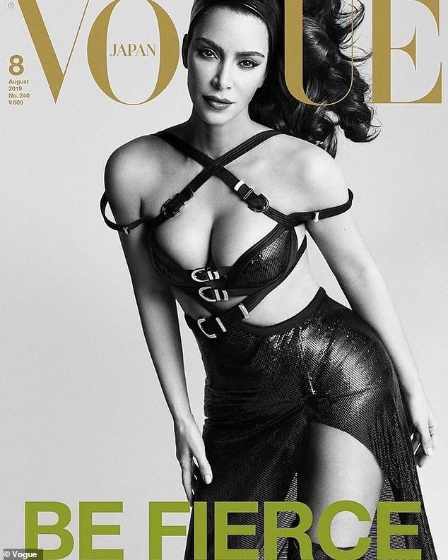 Kim Kardashian 'o ép vòng một', quyến rũ với đường cong tròn đầy - ảnh 1