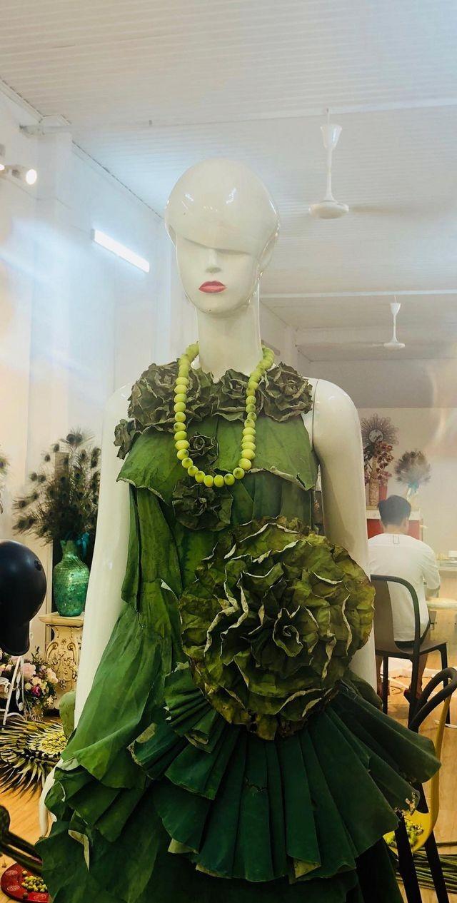 Độc đáo loạt ảnh sen với bộ váy hoàn toàn bằng lá cây - ảnh 2