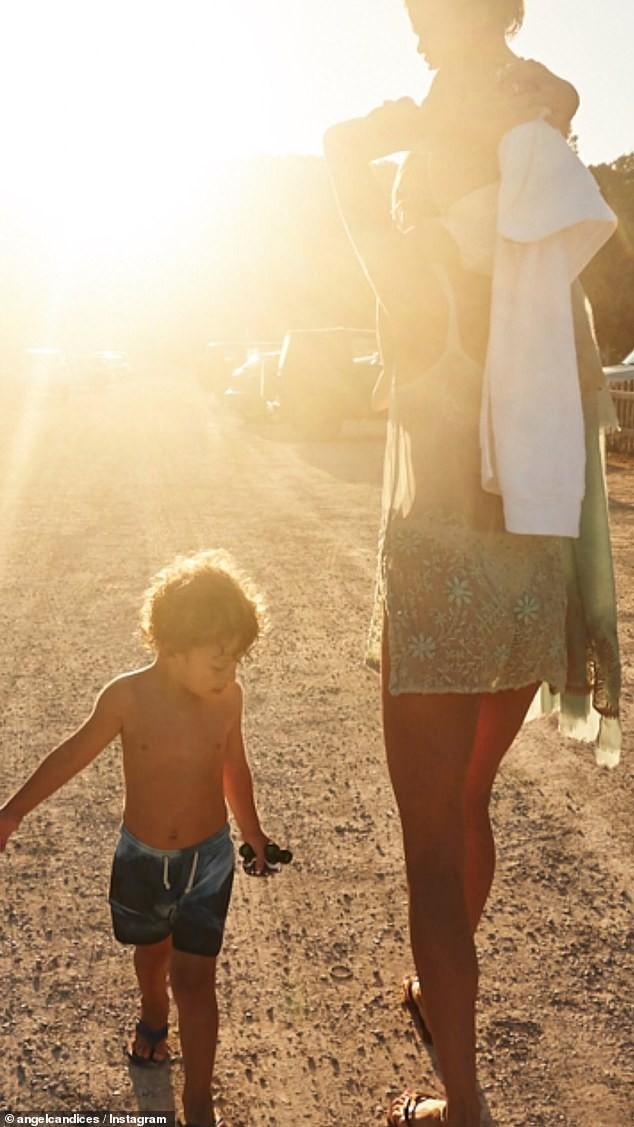 Candice Swanepoel mặc áo mỏng tang xuyên thấu khoe dáng tuyệt mỹ - ảnh 2
