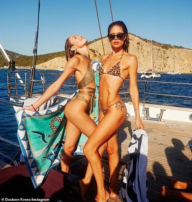 Candice Swanepoel mặc áo mỏng tang xuyên thấu khoe dáng tuyệt mỹ - ảnh 4