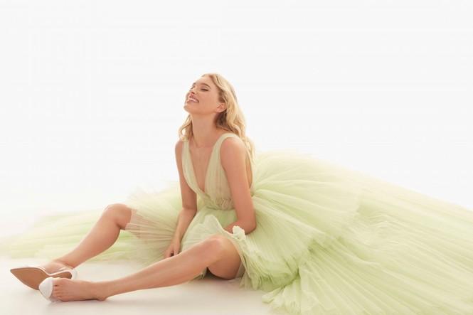 Elsa Hosk yêu kiều gợi cảm như công chúa - ảnh 15