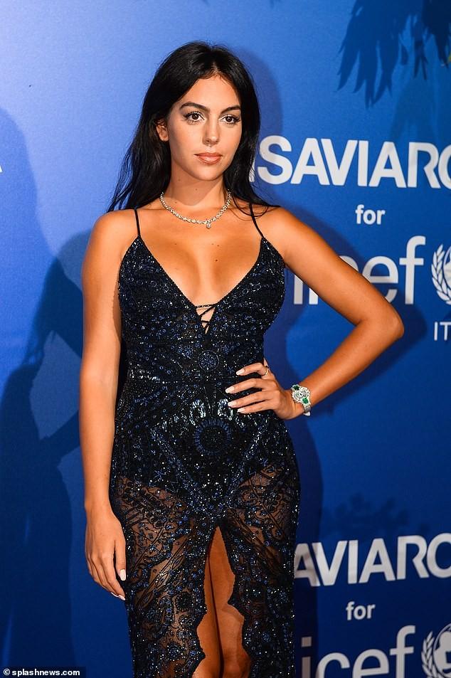 Georgina Rodriguez tiết lộ tình yêu sét đánh và bí quyết quyến rũ Ronaldo - ảnh 1
