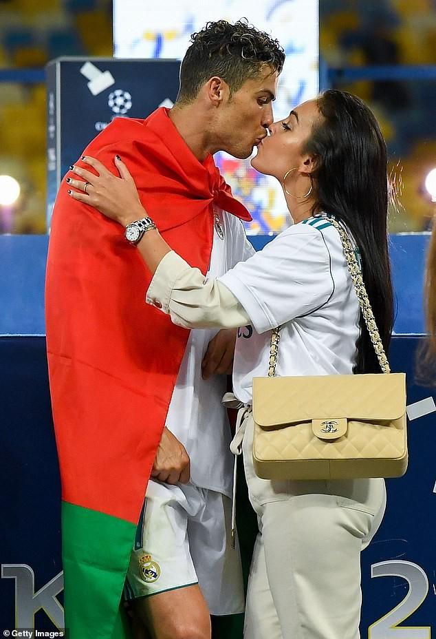 Georgina Rodriguez tiết lộ tình yêu sét đánh và bí quyết quyến rũ Ronaldo - ảnh 5