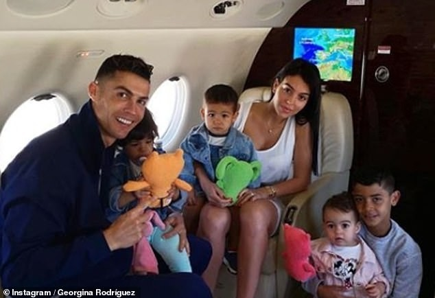 Georgina Rodriguez tiết lộ tình yêu sét đánh và bí quyết quyến rũ Ronaldo - ảnh 7