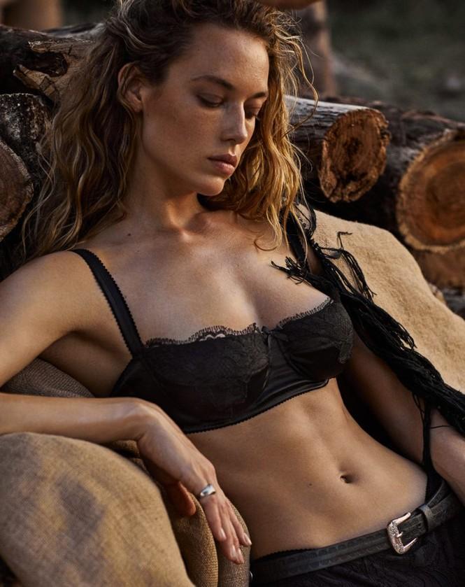 Mê đắm vẻ nóng bỏng của 'chân dài' 9x Hannah Ferguson - ảnh 10