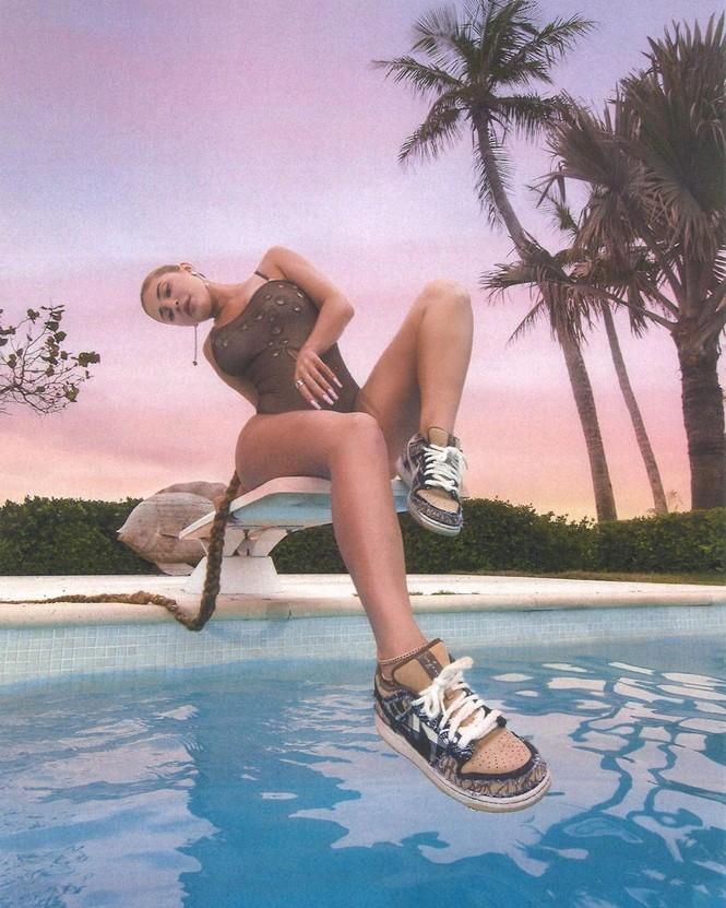 Cô út tỉ phú nhà Kardashian diện bikini thả dáng 'nảy lửa' ở Bahamas - ảnh 5