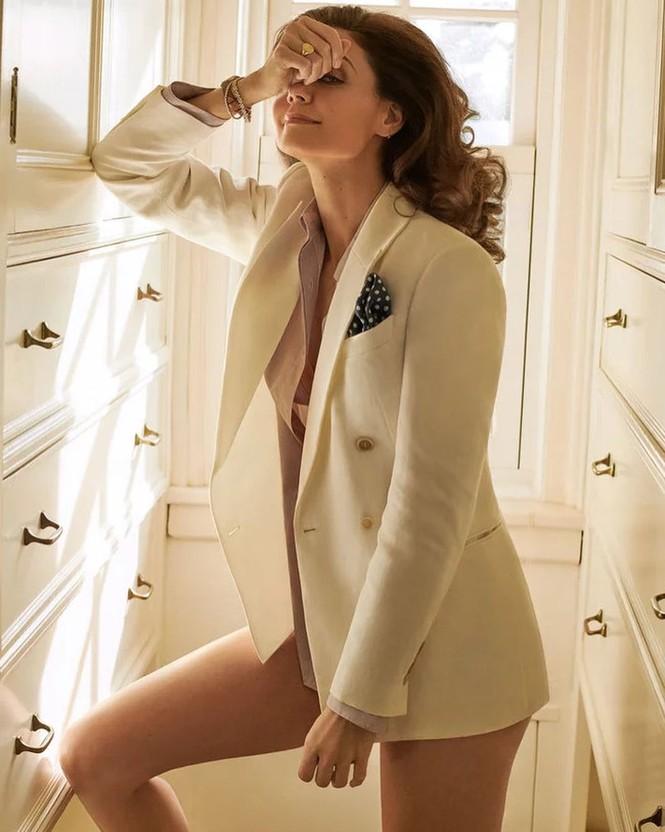 Vợ cũ Tom Cruise ngực đầy quyến rũ, gợi cảm bất ngờ ở tuổi 41 - ảnh 4