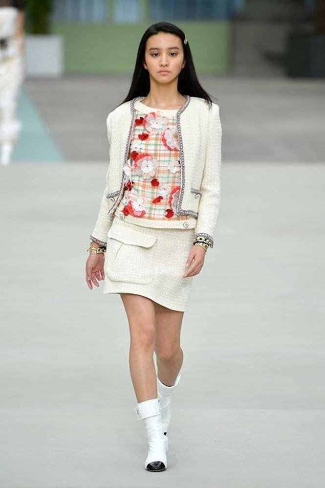 Vẻ đẹp trong veo như nàng thơ của người mẫu 17 tuổi Nhật Bản - ảnh 18