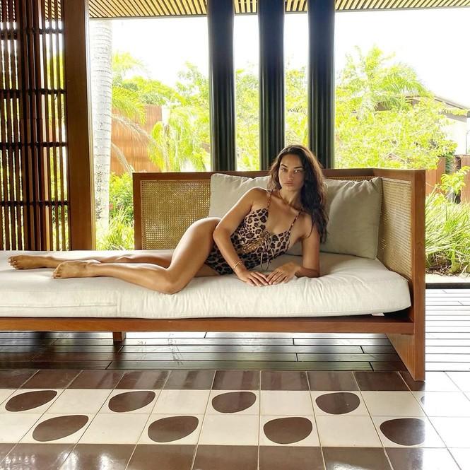 Người mẫu lai Shanina Shaik thả dáng thon mảnh với bikini - ảnh 6
