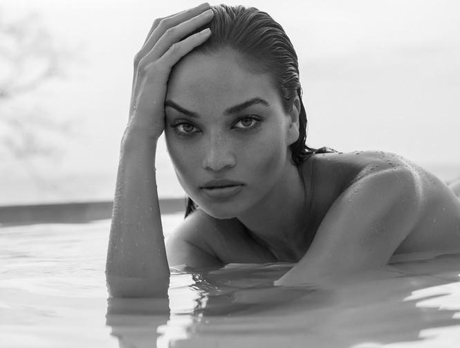 Ánh nude đen trắng đậm chất nghệ thuật của người mẫu Shanina Shaik - ảnh 2