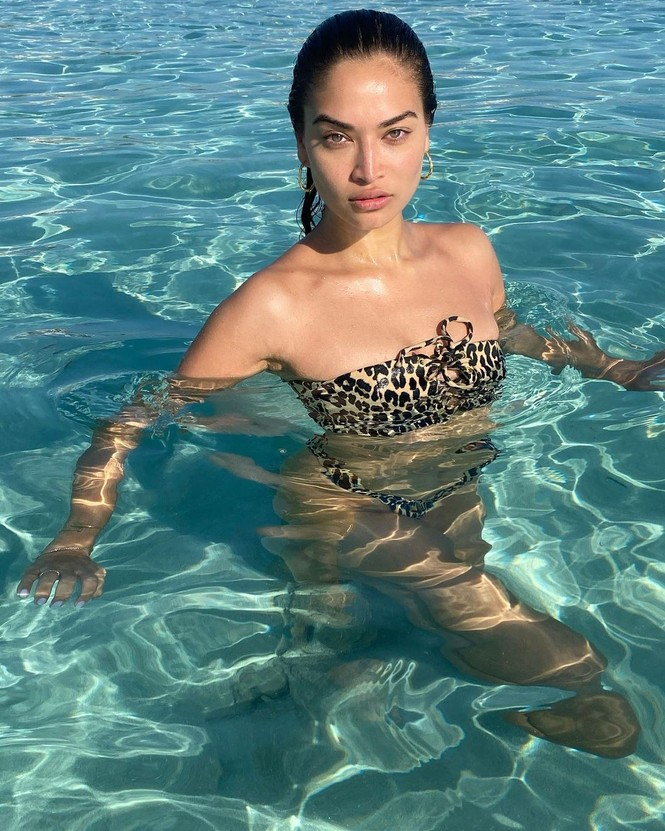 Ánh nude đen trắng đậm chất nghệ thuật của người mẫu Shanina Shaik - ảnh 4
