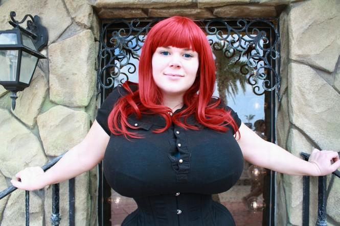 Nâng ngực, thắt eo để giống nhân vật hoạt hình - ảnh 4