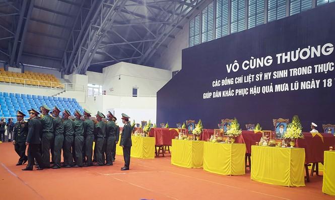 Rưng rưng lễ tang 22 chiến sĩ hy sinh tại Quảng Trị - ảnh 7
