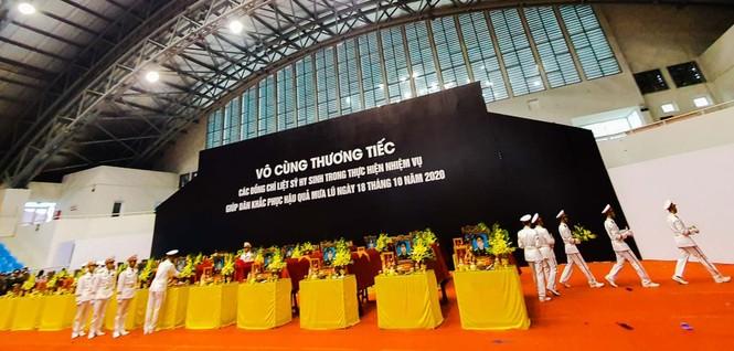 Rưng rưng lễ tang 22 chiến sĩ hy sinh tại Quảng Trị - ảnh 6