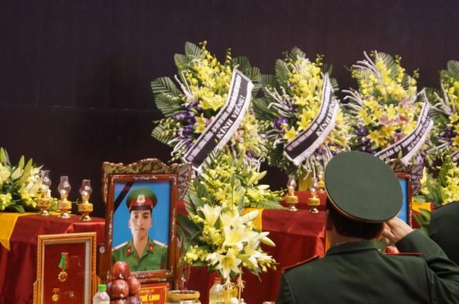 Rưng rưng lễ tang 22 chiến sĩ hy sinh tại Quảng Trị - ảnh 15