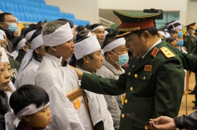 Rưng rưng lễ tang 22 chiến sĩ hy sinh tại Quảng Trị - ảnh 27