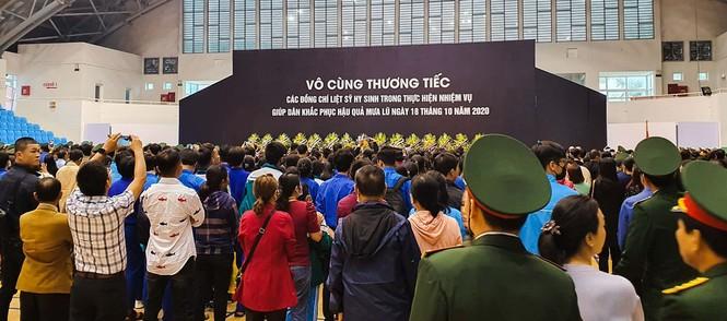 Rưng rưng lễ tang 22 chiến sĩ hy sinh tại Quảng Trị - ảnh 9