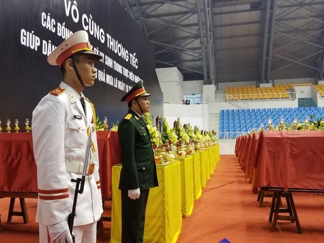 Rưng rưng lễ tang 22 chiến sĩ hy sinh tại Quảng Trị - ảnh 24