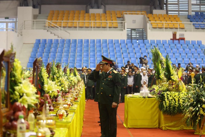 Rưng rưng lễ tang 22 chiến sĩ hy sinh tại Quảng Trị - ảnh 20