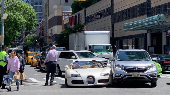 Siêu xe của danh hài Hollywood va chạm Honda CR-V - ảnh 1