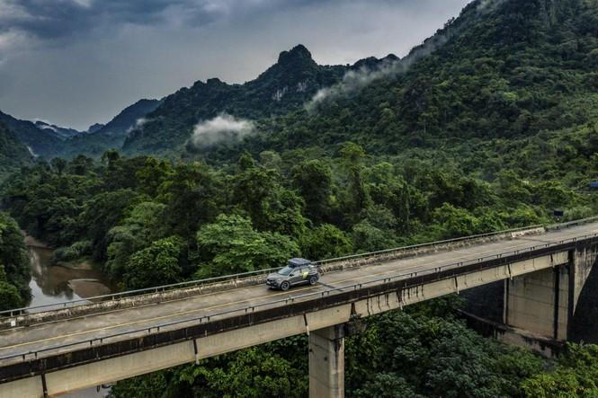 Tạp chí xe của Anh chạy thử Peugeot 3008 độ ở Việt Nam - ảnh 2