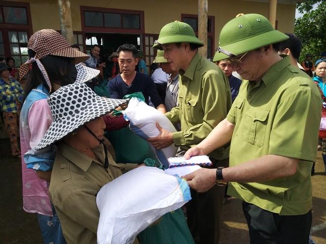 Báo Xây dựng chung tay hỗ trợ đồng bào miền Trung bị thiệt hại do mưa lũ - ảnh 2