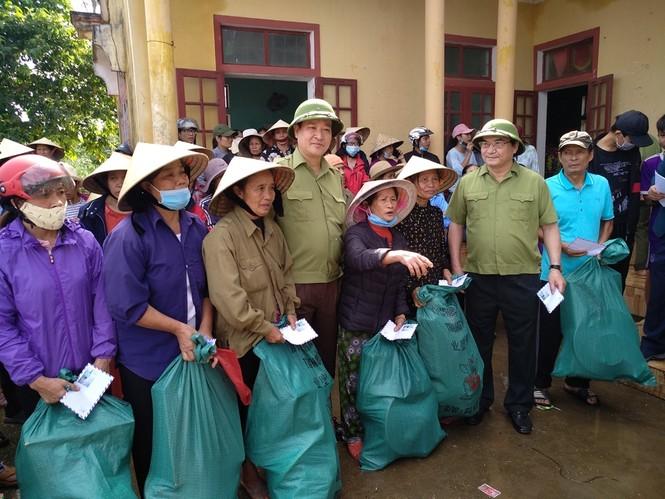 Báo Xây dựng chung tay hỗ trợ đồng bào miền Trung bị thiệt hại do mưa lũ - ảnh 5