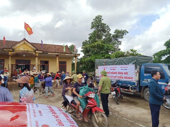 Báo Xây dựng chung tay hỗ trợ đồng bào miền Trung bị thiệt hại do mưa lũ - ảnh 9