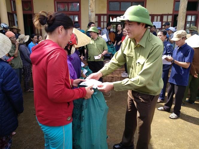 Báo Xây dựng chung tay hỗ trợ đồng bào miền Trung bị thiệt hại do mưa lũ - ảnh 1