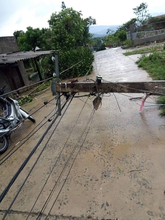 Lốc xoáy làm tốc mái 40 căn nhà - ảnh 4