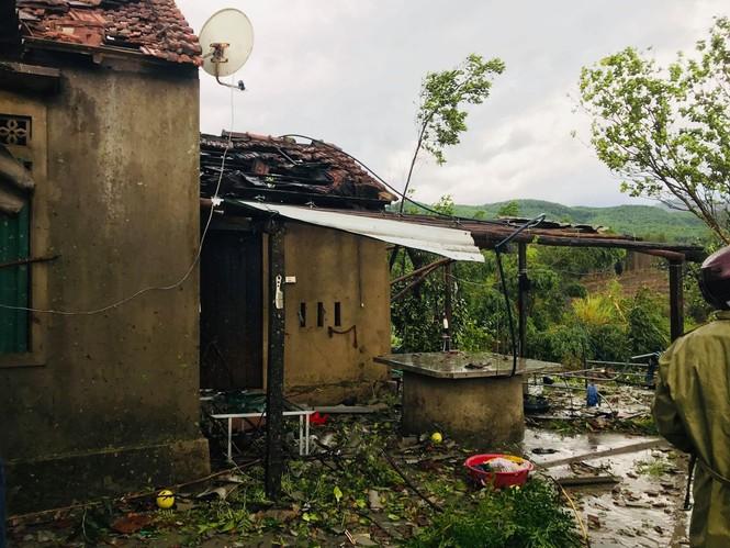 Lốc xoáy làm tốc mái 40 căn nhà - ảnh 3