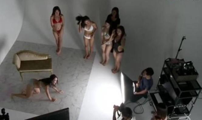 HTV nói gì về việc thí sinh mặc bikini tạo dáng trên sóng truyền hình giờ vàng? - ảnh 2