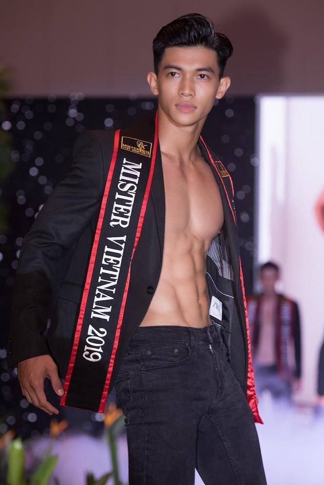 'Nhức mắt' với body chuẩn 6 múi của các thí sinh Mister Việt Nam 2019 - ảnh 2